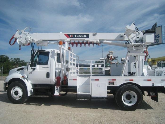 Digger Truck # D6923 | Atlas Truck Sales, Inc.
